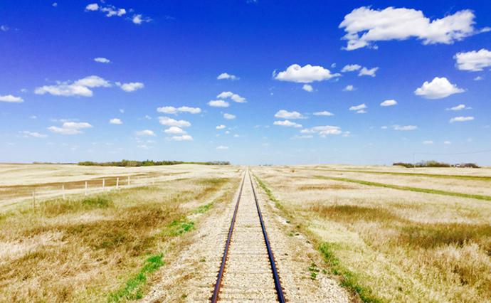 prairie-railway-tracks