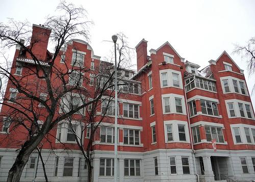 Roslyn Courts Apartments, Winnipeg